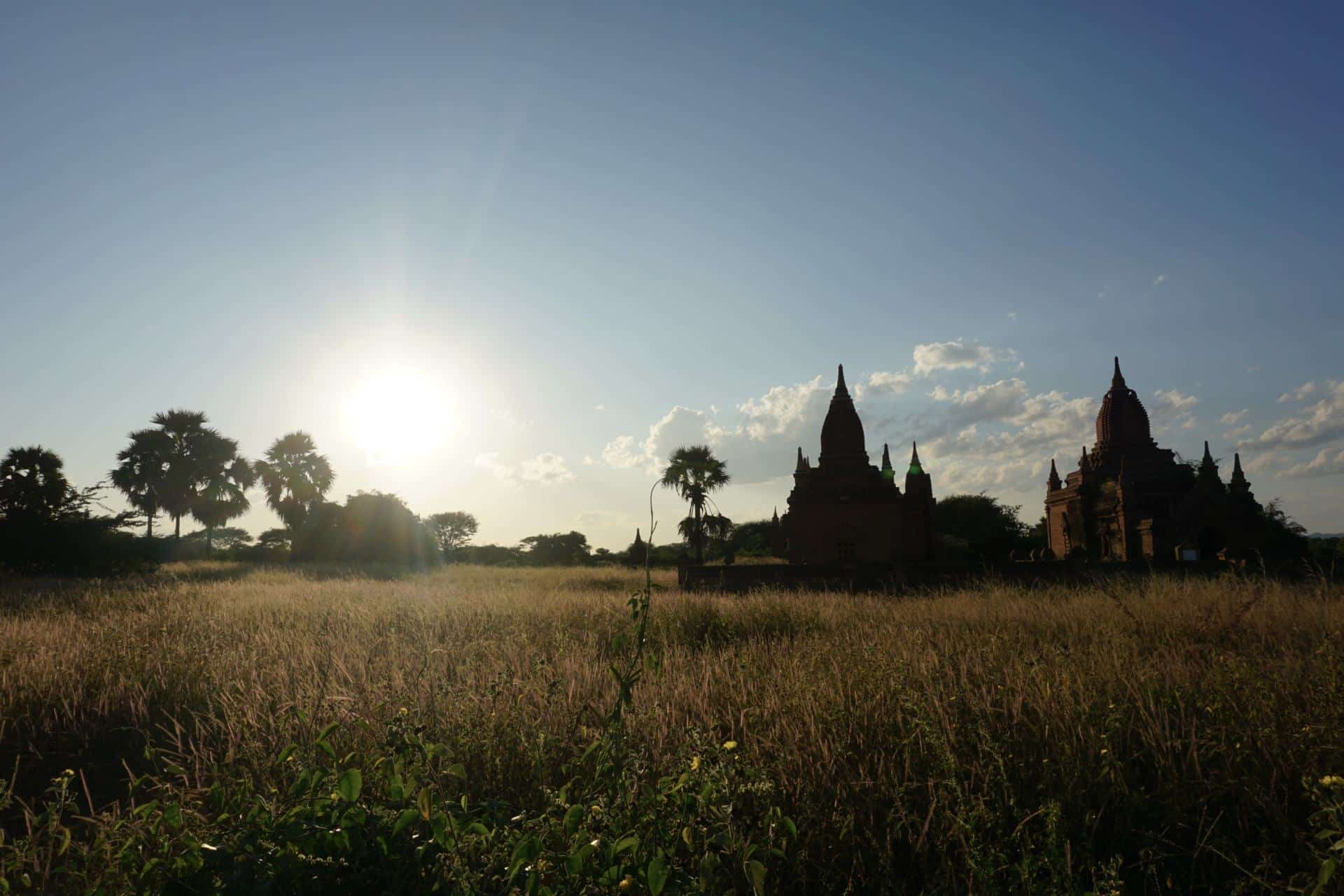 golden hour in bagan-bagan tempel