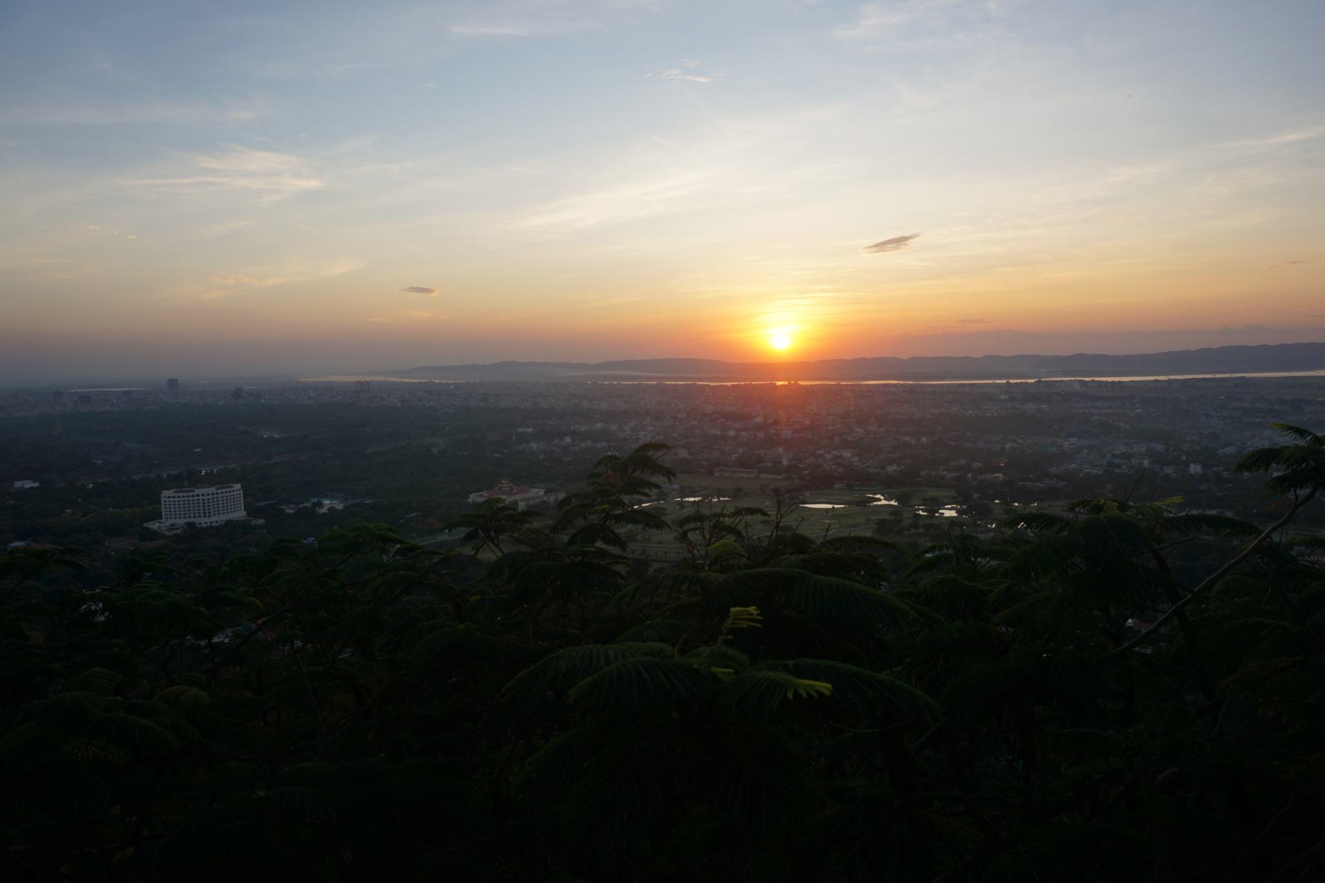 ;andalayHill Sonnenuntergang in Myanmar