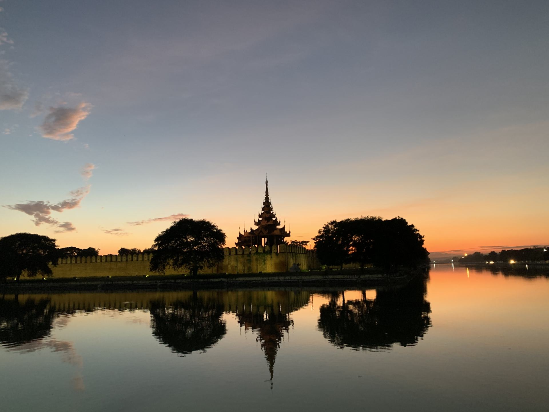 Mandalay Palace Sonnenuntergang